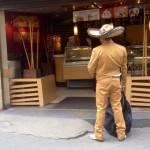 El mariachi madrugó a trabajar, la duda ahora es ¿Se toma un café o canta Ay Chavela, Chavela, Chavela...?