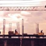 Cada uno de ellos anda con su vida de construcción en construcción...