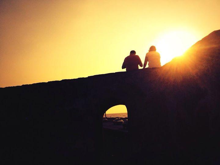 """#microvidas 74 de 365 El dijo """"demos un paseo"""". Ella suspiro feliz """"si, a las murallas. El esta casado. Ella no lo sabe."""